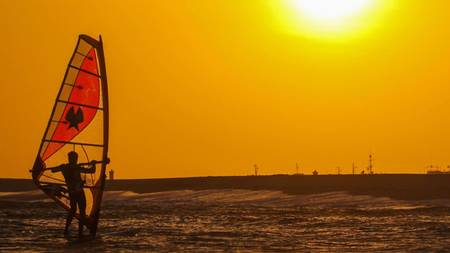 Local-Experience-image-Kitesurf_banner_image_20190822